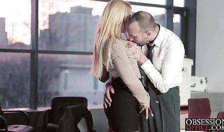 Рогової лише повія задерла спідницю, щоб взяти деякі Дік Нікі Тейлор гарний секс полуничка