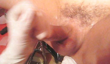 Дівчина трахкає хлопця гарний анальний секс спіймали прихованої камери