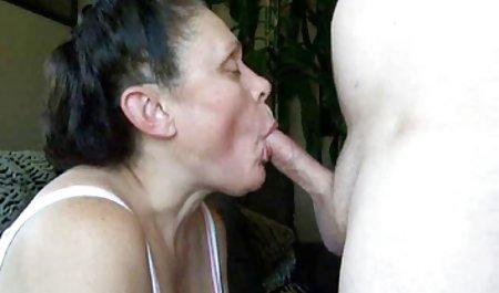 З дівчиною у громадських місцях милий секс відео
