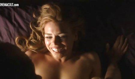 З порно з красивими фігурами закритими очима юнак гарячий